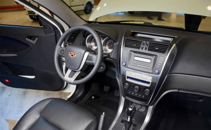 Geely Emgrand X7 - салон автомобиля