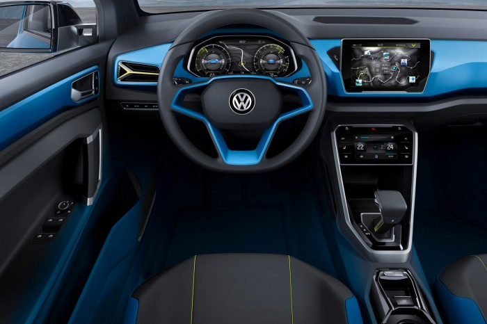 Volkswagen T-ROC - руль, приборная панель и коробка передач