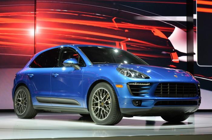 Porsche Macan на автомобильной выставке