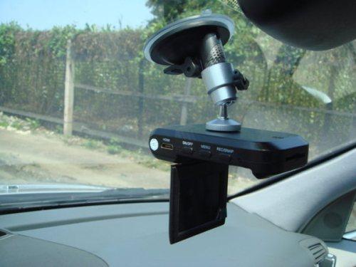 Видеореистратор на окне
