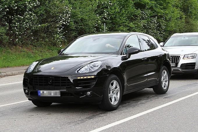 Черный Porsche Macan