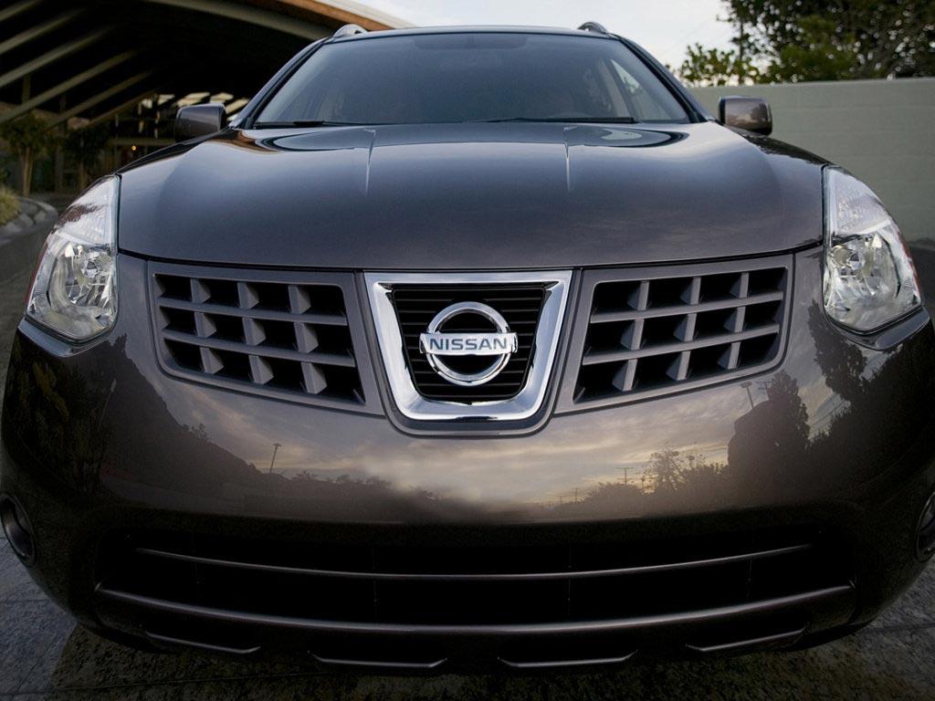 Передняя часть Nissan Rogue