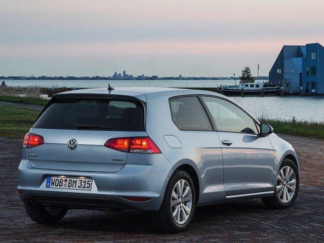 Новый Volkswagen Golf - вид сзади