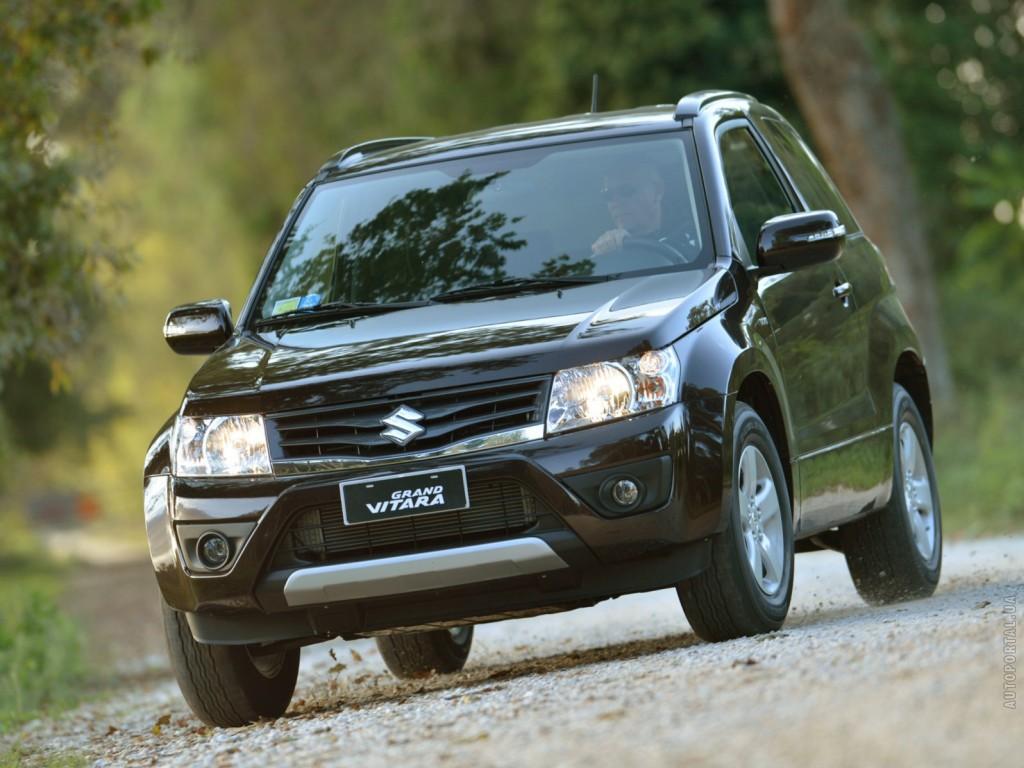 Черный Suzuki Grand Vitara-2013