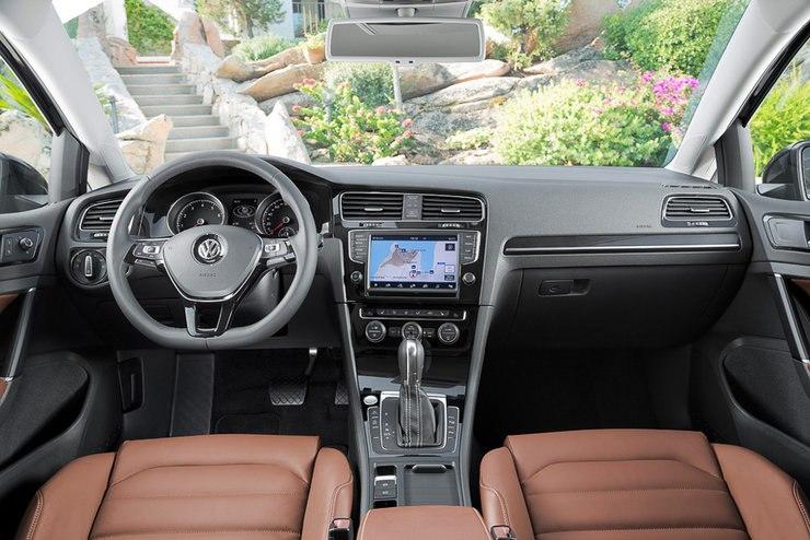 Новый Volkswagen Golf - просторный салон последнего поколения