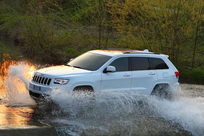 Jeep Cherokee на тестовом полигоне