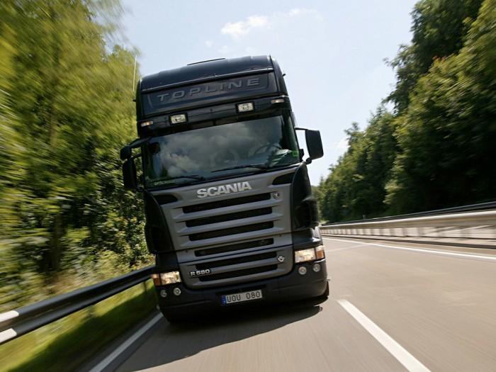 грузовик на трассе