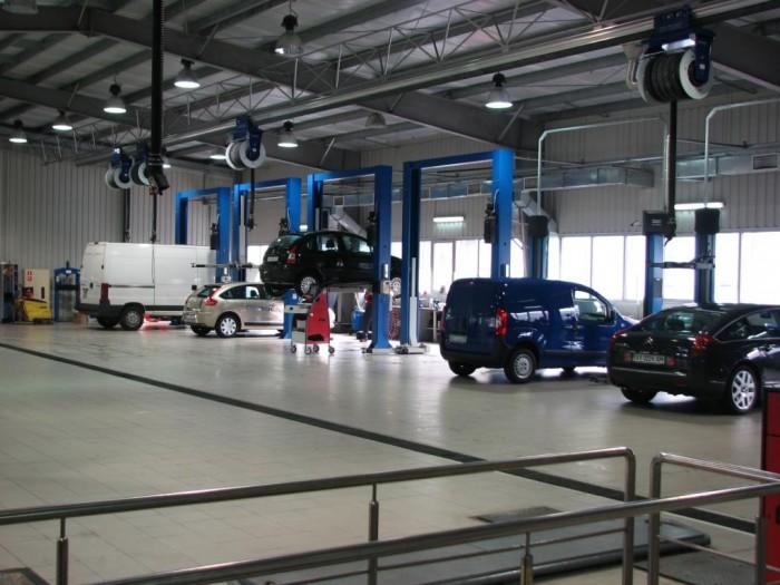 Автомобили в сервисе