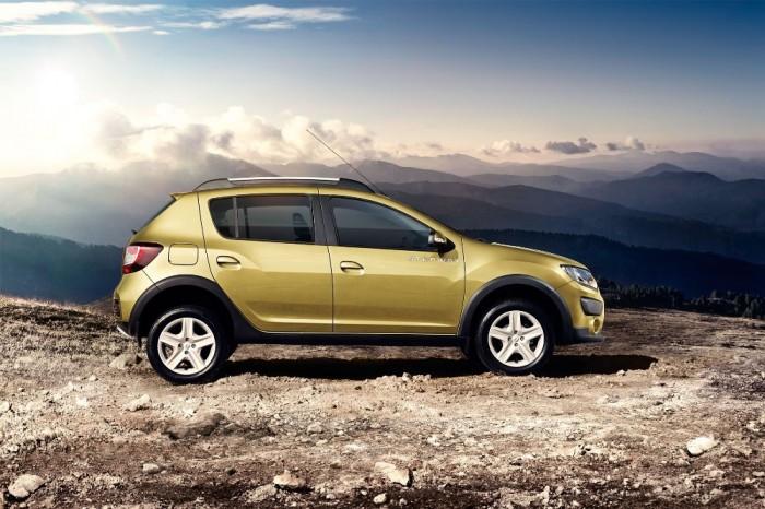 Золотисто-оливковый внедорожник Renault Sandero Stepway 2015