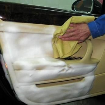 химчистка дверей в автомобиле