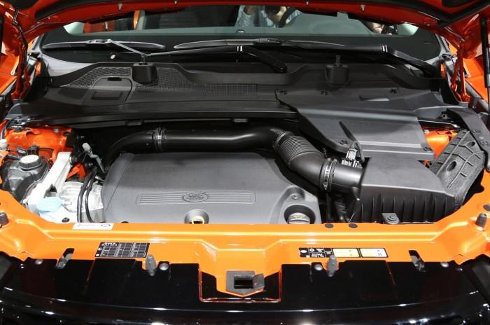 Под капотом Discovery Sport может стоять дизельный двигатель или бензиновый