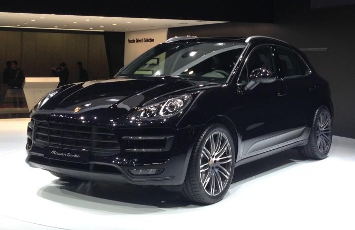 Новый кроссовер Porsche Macan на автосалоне