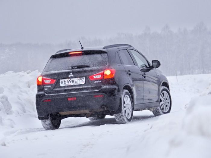 Наличие ABS и высокий бал EuroNcap позволяет этому японскому автомобилю прекрасно преодолевать бездорожье