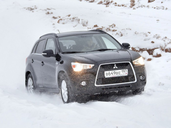 Mitsubishi ASX прекрасно справляется со снежными заносами