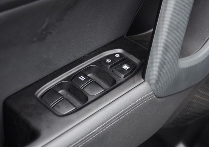 Кнопки на двери водителя ix25