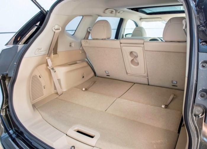 Багажник при сложенных сидениях 2 ряда увеличивается до 2000 литров