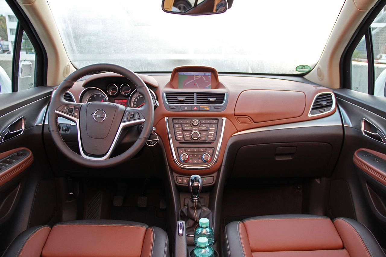 Интерьер салона Opel Mokka . Фото салона Opel Mokka