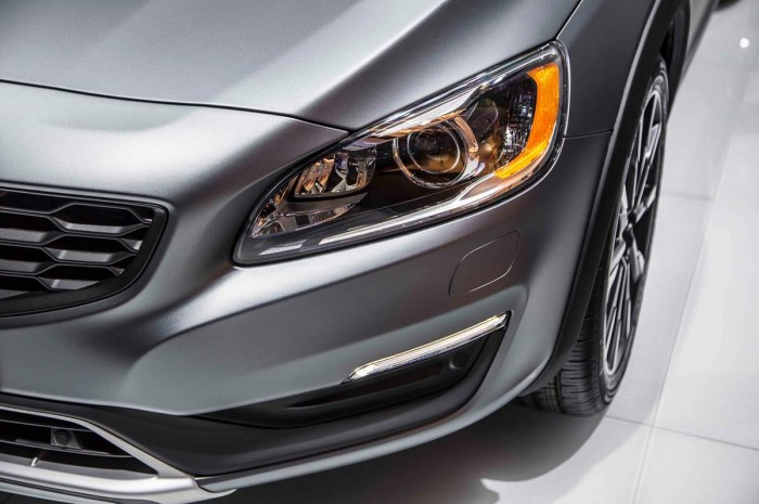 Бензиновый двигатель наделяет новый Volvo S60 Cross Country огромной мощью