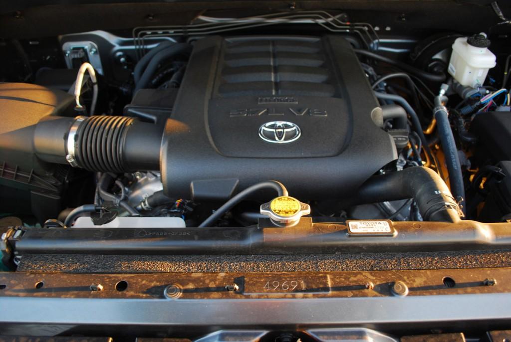 Новая Toyota Tundra предлагает 3 бензиновых двигателя на выбор