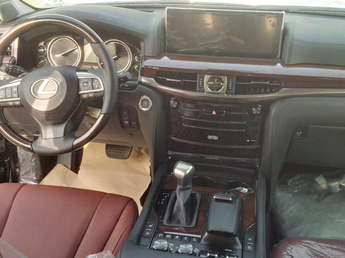 Салон нового Lexus LX570